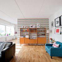 Белый потолок из бетонных плит
