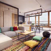Дизайн просторной комнаты с панорамными окнами