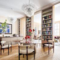 Книжные стеллажи до потолка гостиной