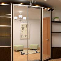 Корпусной шкаф-купе с зеркалами на дверцах