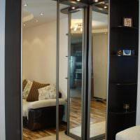 Черный шкаф на светлом полу