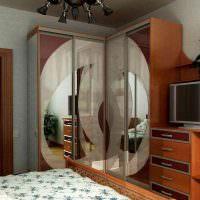 Телевизор в спальной комнате панельного дома
