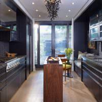 Барная стойка посередине длинной кухни