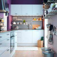 Белые дверцы кухонного гарнитура