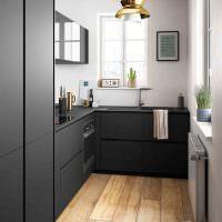 Черный кухонный гарнитур угловой планировки
