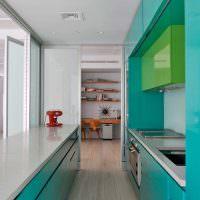 Кухонная мебель с бирюзовыми фасадами