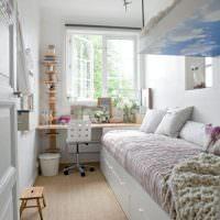 Узкая детская комната с двухярусной кроватью