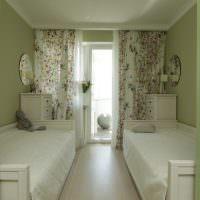 Узкие кровати в детской комнате
