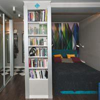 Узкий встроенный стеллаж для книг