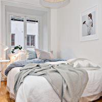 Небольшая спальня для молодых супругов
