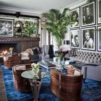 Гостиная в английском стиле с портретами знаменитостей