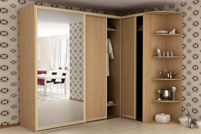 Угловой шкаф с раздвижными дверцами и открытым модулем
