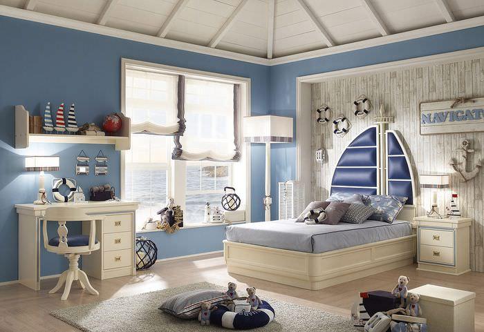 Интерьер детской комнаты с синими стенами