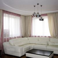 Угловой диван белого цвета