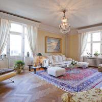 Персидский ковер на полу гостиной