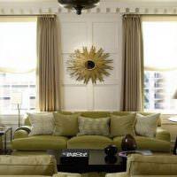 Декоративные подушки на большом диване