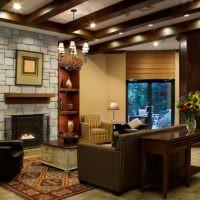 Встроенные светильники на потолке с деревянными балками
