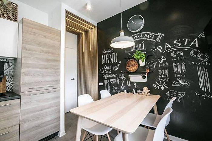 Грифельная поверхность на кухонной стене