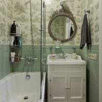 Маленькая ванная комната в классическом стиле