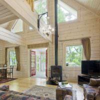 Дизайн просторной гостиной в доме из бруса