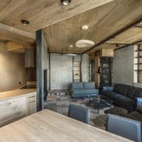 Деревянная обшивка потолка в гостиной