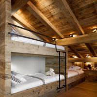 Спальня для троих детей в мансардном помещении