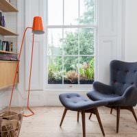 Напольный светильник морковного цвета