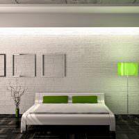 Зеленые подушки на белой кровати