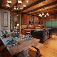 Люстры на деревянном потолке гостиной