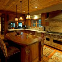 Кухонный остров из дерева с встроенной мойкой