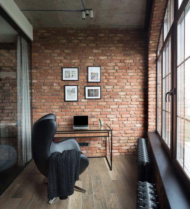 Кабинет на балконе в стиле лофт