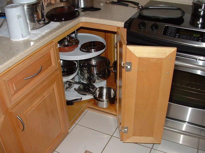 Эффективное задействование углового пространства кухни