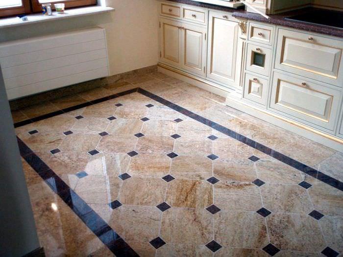 Коричневый пол из керамики в угловой кухне