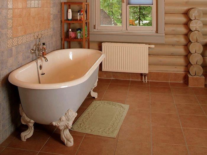 Интерьер ванной комнаты в срубовом доме
