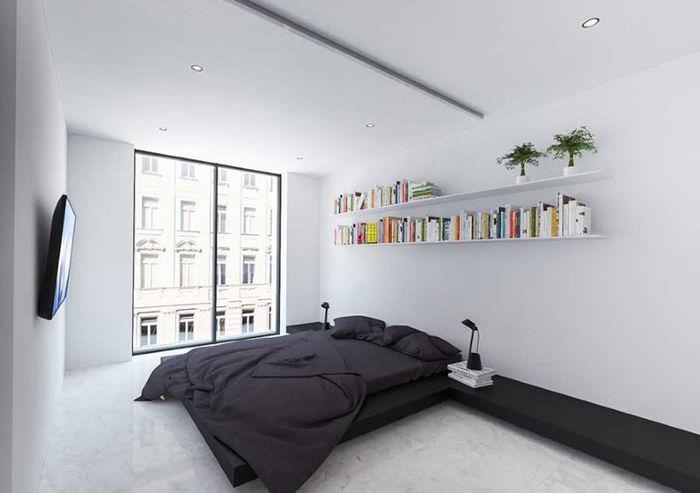 Большое окно до пола в белой спальне