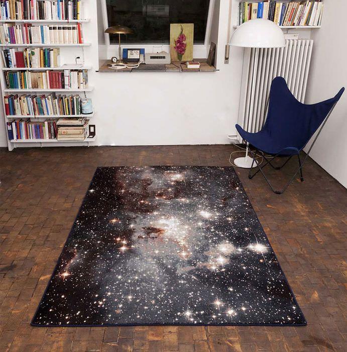 Необычный коврик с рисунком звездного неба