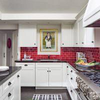 Интерьер кухни с Г-образной планировкой