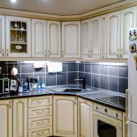 Черный фартук в классической кухне