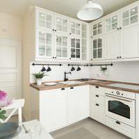 Белая кухня Г-образной конфигурации