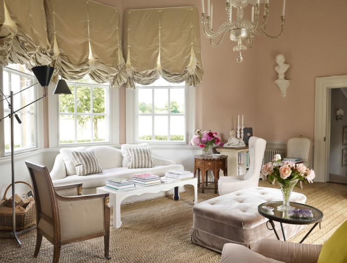 Лондонские шторы на окнах гостиной