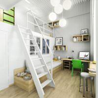 Зеленый стул перед письменным столом