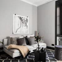 Картина над диваном в однокомнатной квартире