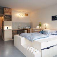 Белая кровать с выдвижными ящиками