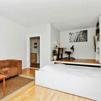 Подиум с рабочим местом и выдвижной кроватью