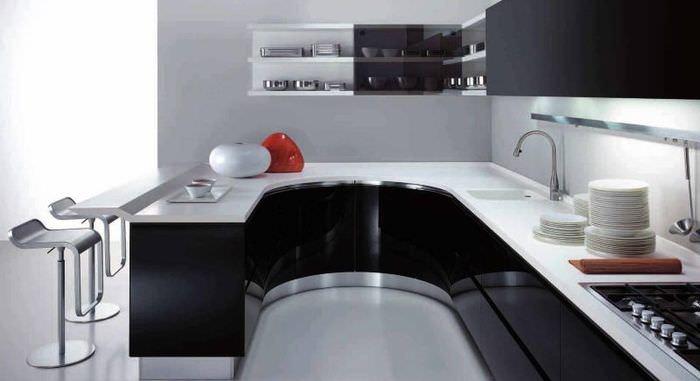 С-образный кухонный гарнитур в стиле хай-тек