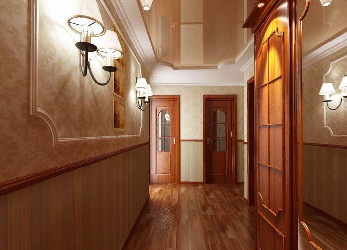 Интерьер узкого коридора с настенными светильниками