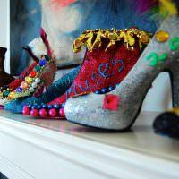 Женские туфли в роли декораций