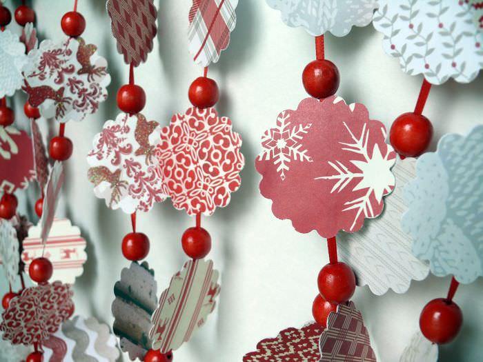 Бумажные гирлянды для оформления праздничного интерьера