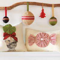 Ветка с праздничными шариками из подручных материалов