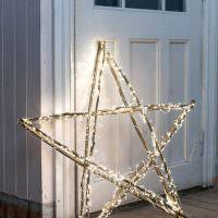 Праздничная звезда из деревянных палочек